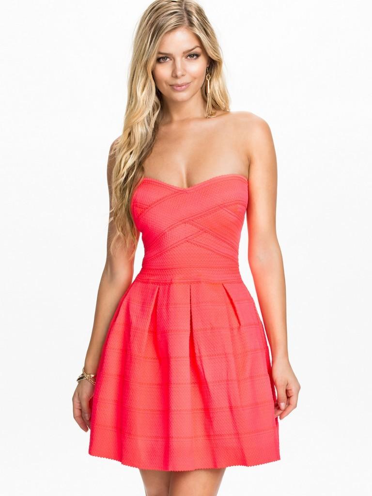 Une robe corail pour un mariage